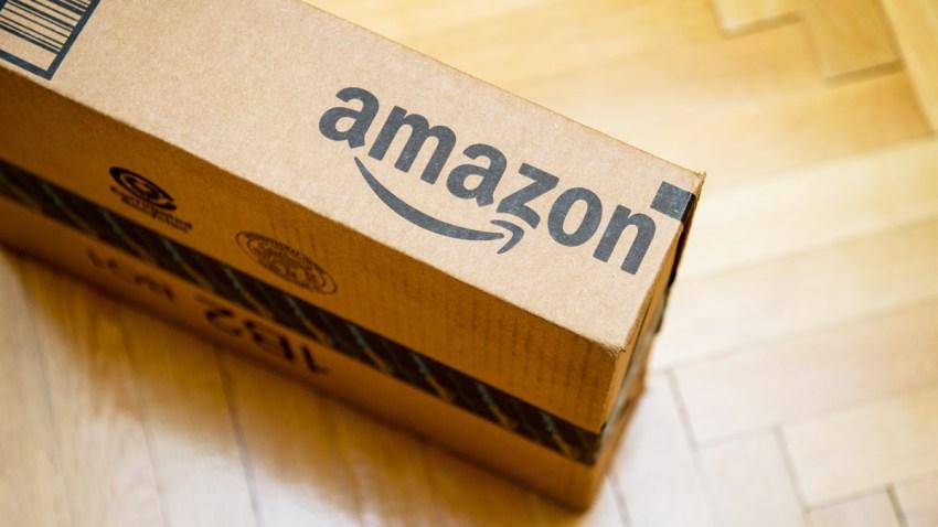 Caja con el logo de Amazon