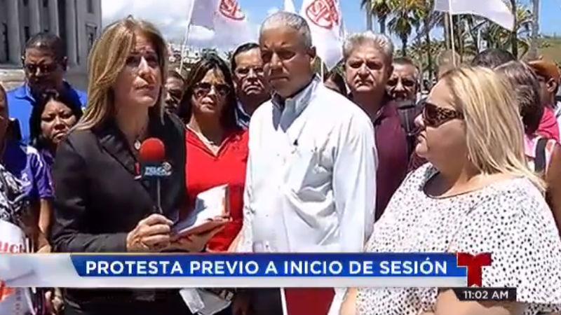 Sesion Legislativa Protesta Telenoticias PR