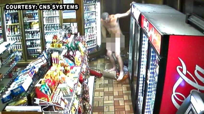 TLMD-alabama-ladron-desnudo-hace-desastres-en-gasolinera