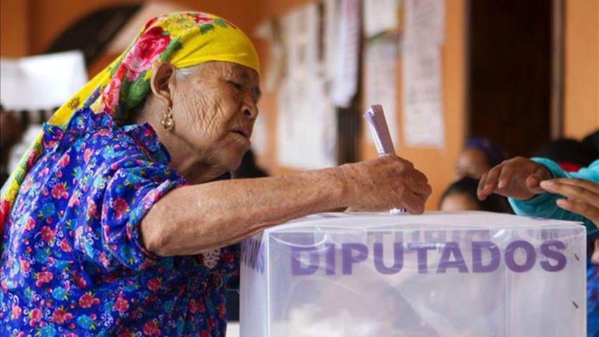 anciana-vota-mexico-diputados