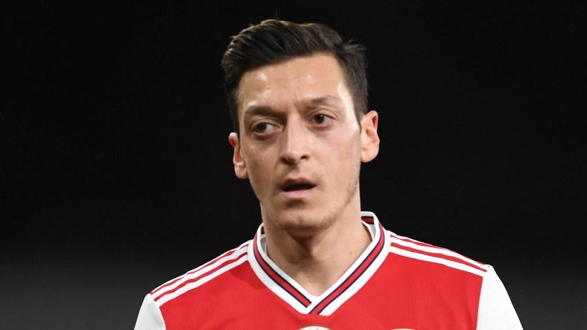 Mesut Ozil del Arsenal duante un partido de la Premier League contra el Manchester City el 15 de diciembre de 2019 en Londres. .