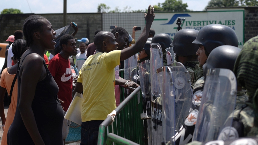 mexico-tapachula-migrantes-protesta-guardias