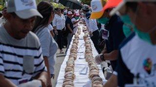 Rosca de reyes más larga del mundo.