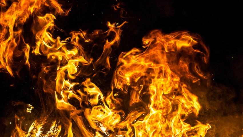 shutterstock_209094613_DOS_fIRE