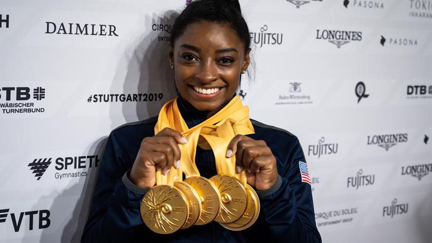 simone-biles-gimnasta-gana-medalla-rompe-record-mundial-stuttgart-alemania