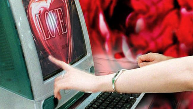 tlmd_amor_facebook_dia_san_valentin_tecnologia_computadora