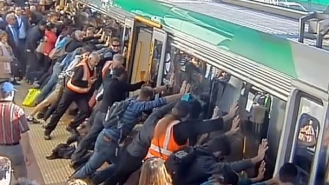 tlmd_australia_tren_rescata