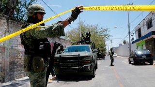 Militares resguardan escena de crimen