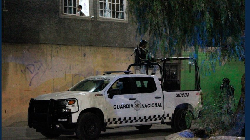 Una patrulla de la Guardia Nacional resguarda una zona de crimen.