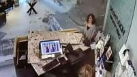 La señora de 83 años se estrelló contra el salón, dejando a tres mujeres heridas