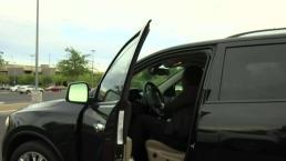 Mujer con ropa robada se le sube al vehículo y le dice que está embarazada