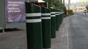 Instalarán más postes de protección en el Strip