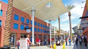 Centro comercial empezará a cobrar por estacionamiento
