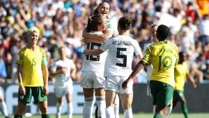 Melanie Leupolz marca el primero de Alemania de cabeza