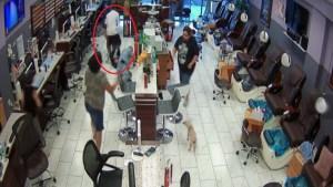 Atacan a manicuristas luego de pagarles con billete falso