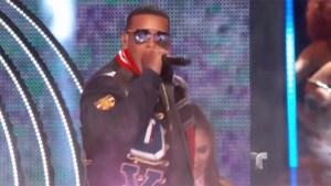 "Daddy Yankee abre Premios Billboard con ""Hula Hoop"""