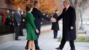 Apretón de manos, Trump y Bush, en vísperas de funeral