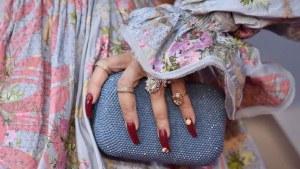 Joyas, bolsos y manicura brillan en los Premios Óscar