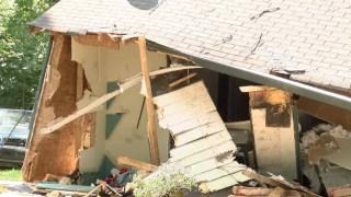 Tras balazos le destruye la casa con una excavadora