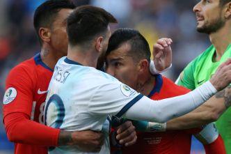 Expulsados Messi y Medel que casi se van a los puños