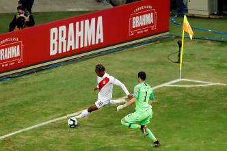 Gol de locura pone a Perú 2-0 sobre Chile