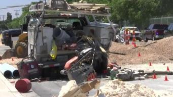 Mujer muere tras chocar en zona de construcción en LV