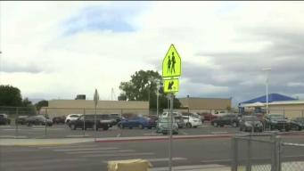 Padres preocupados por hombre merodeando primaria de Las Vegas