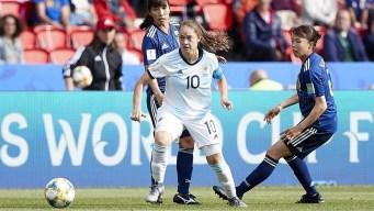 Banini ¡a lo Messi! durante el debut de Argentina en el Mundial Femenino