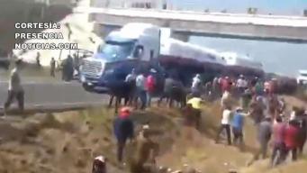 Roban y destazan ganado tras accidente en la carretera