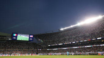 Cae a 40 pies de altura en estadio tras final de la Copa Oro