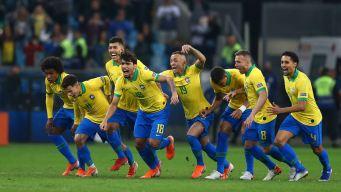 Brasil sufre ante Paraguay, pero llega a semifinales en penales