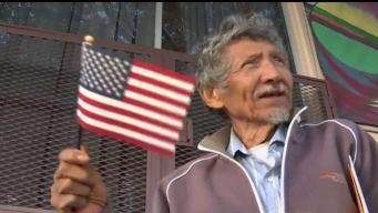 Sin empleo y lugar para vivir se hace ciudadano a los 75