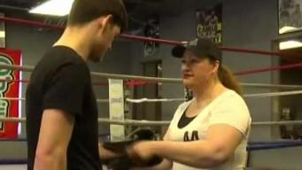 Mamá a Golpes: mujer ayuda en carrera boxística de su hijo