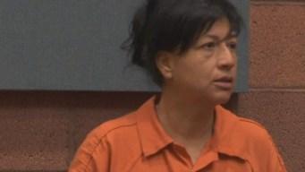 Retiran cargos a madre que dejó a hijas con desconocida