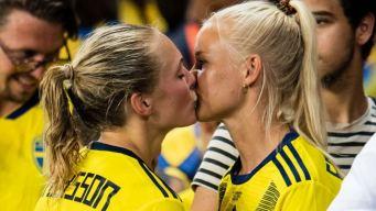 El pasional beso que se ha apoderado del Mundial Femenino