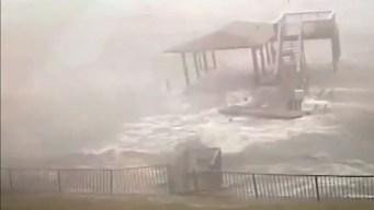 Furia del huracán Michael golpea contra muelle en Florida
