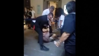 Insólito y en video: le rompen un cuadro en la cabeza