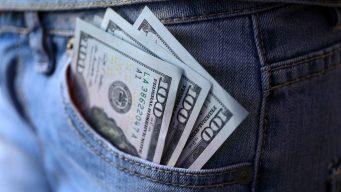 Congreso examina subir salario mínimo a $15 la hora