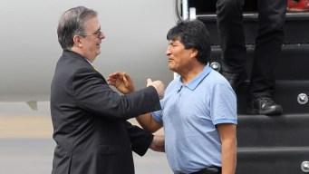 """Evo Morales llega a México: AMLO """"me salvó la vida"""""""