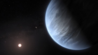 Descubren agua y temperatura ideal en lejano planeta
