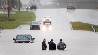 Florence se degrada pero las inundaciones arrecian