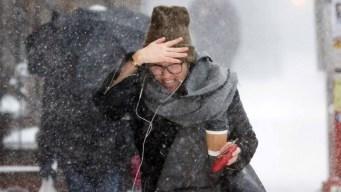 Frío extremo y peligroso causa estragos en Estados Unidos