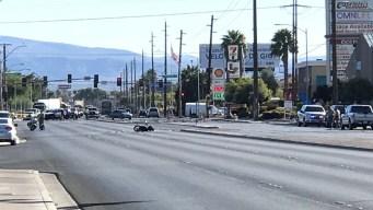 Choque de motociclista causa cierre de Nellis Boulevard