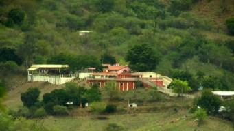 """AMLO visita el pueblo natal de """"El Chapo"""""""
