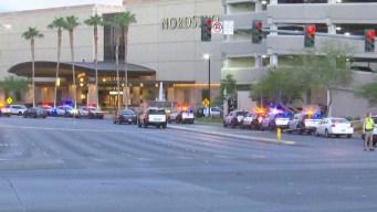 Policía evacúa centro comercial en el Strip de LV