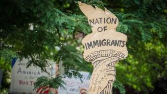 """Jueces en corte de Texas """"se burlan de inmigrantes"""""""