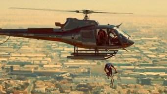 Impresionante reto: en bicicleta se lanza de un helicóptero