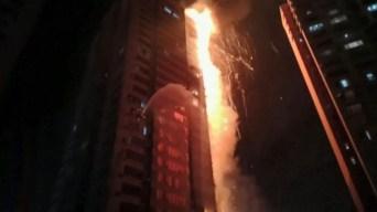 En video: infernal incendio devora un rascacielos