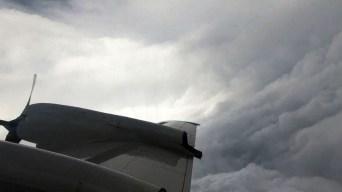 En el ojo del huracán: vuelan dentro de Florence