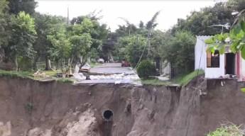 Evacúan barrio por enorme Zanja a punto de colapsar